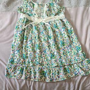 The sweetest floral mini dress 😍